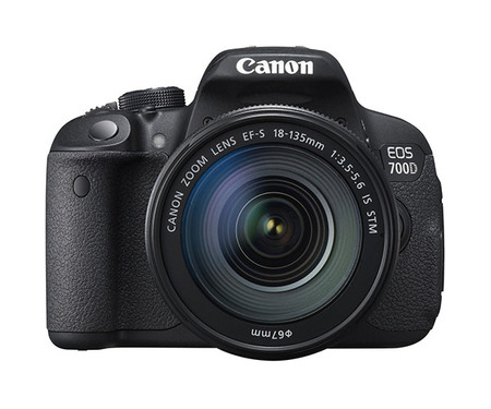 Зеркальный фотоаппарат Canon EOS 700D kit (18-135 mm) EF-S IS STM